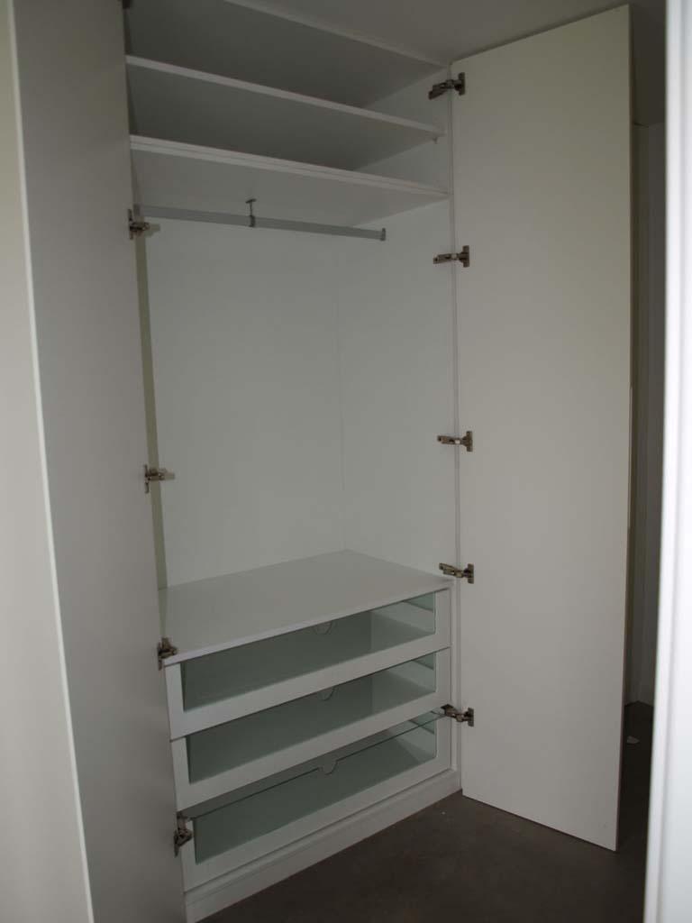 armario con tirador uñero tokio nipón fresado en puertas de laca blanco mate