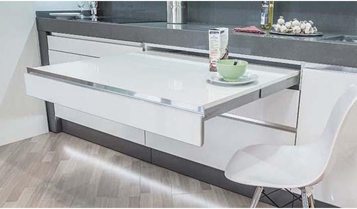 Mesa extensible en interior de cajón cocina