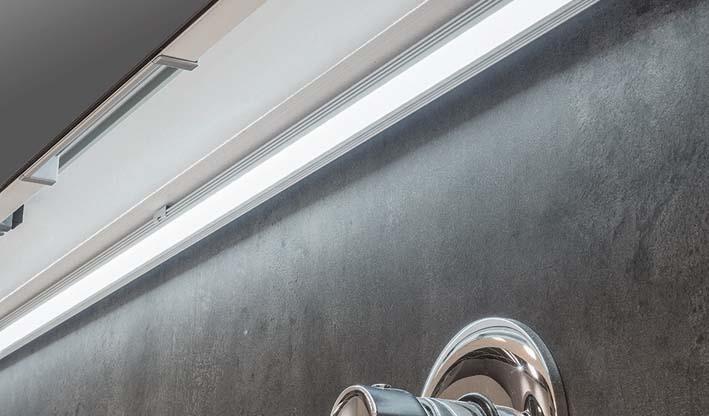 Led en cuña para instalar bajo muebles altos de cocina