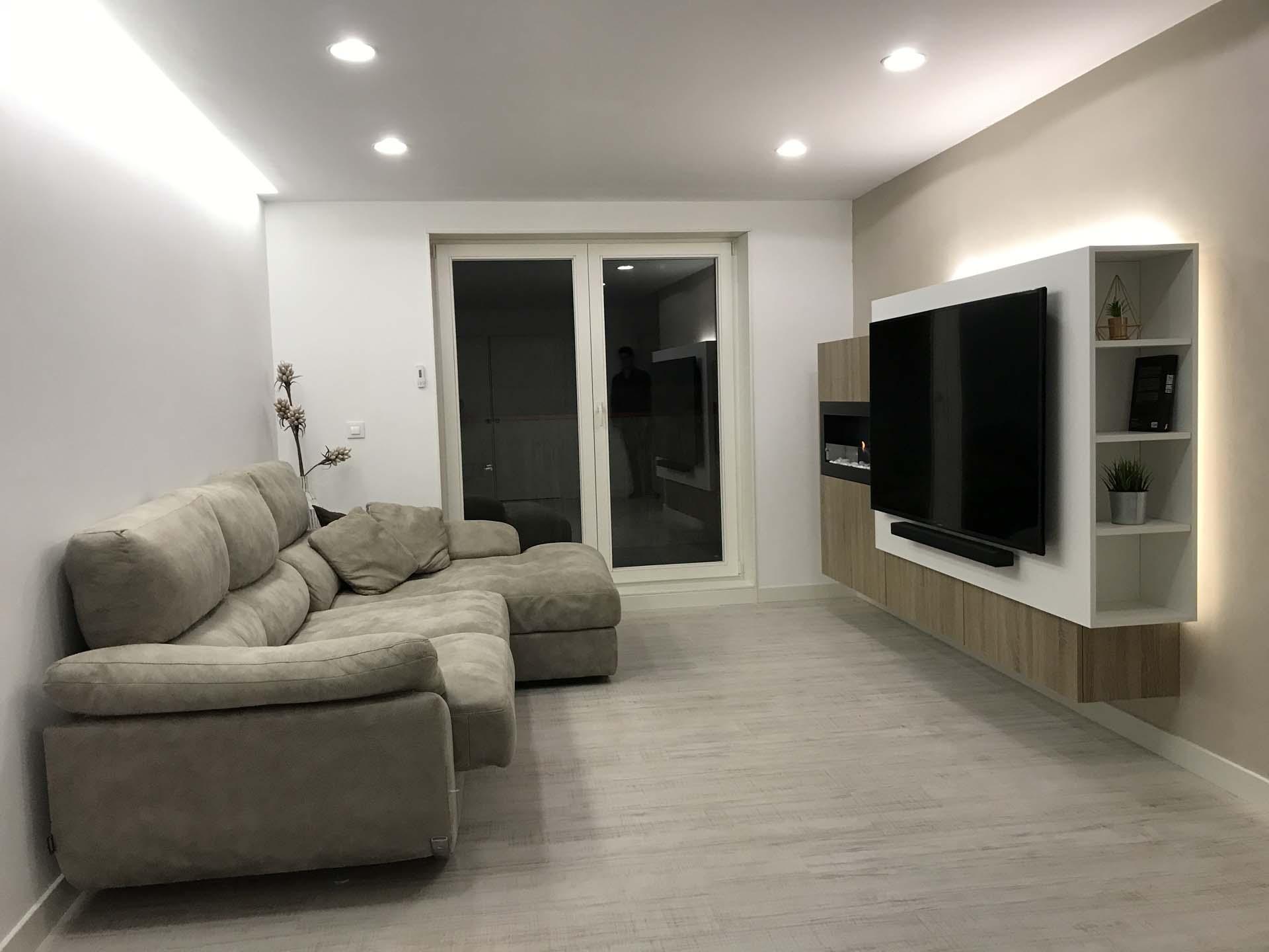 sal n con chimenea integrada arnit. Black Bedroom Furniture Sets. Home Design Ideas