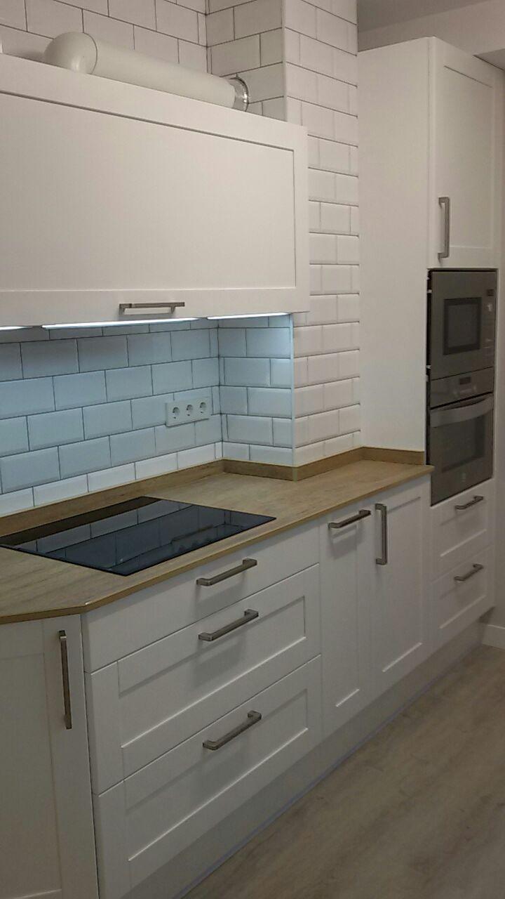 Cocina clásica de madera con líneas contemporáneas - Arnit