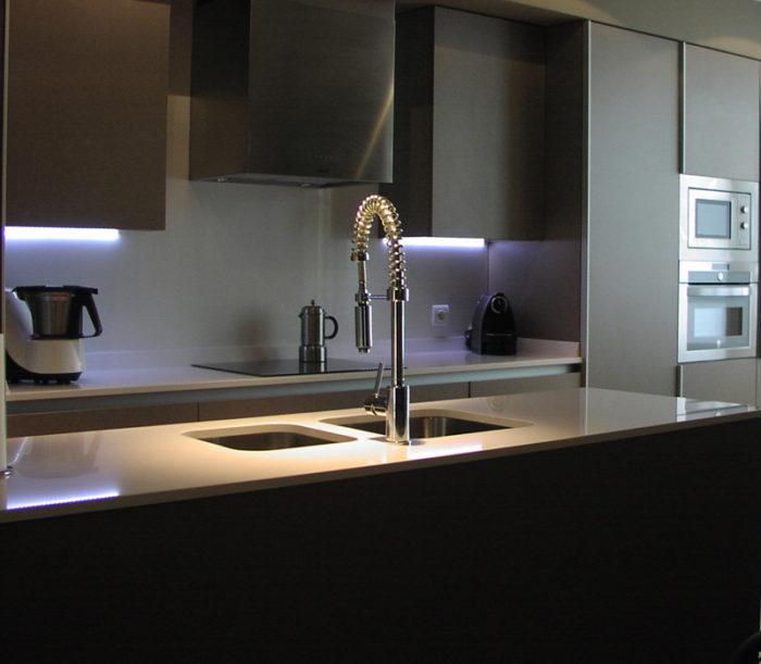 cocina elegante oscura mate