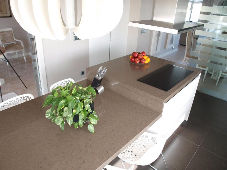 Cocina moderna con isla arnit for Mesa encimera cocina