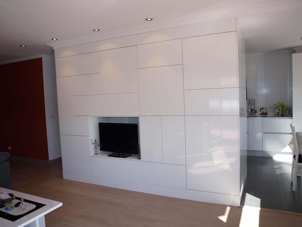 salon minimalista blanco brillo