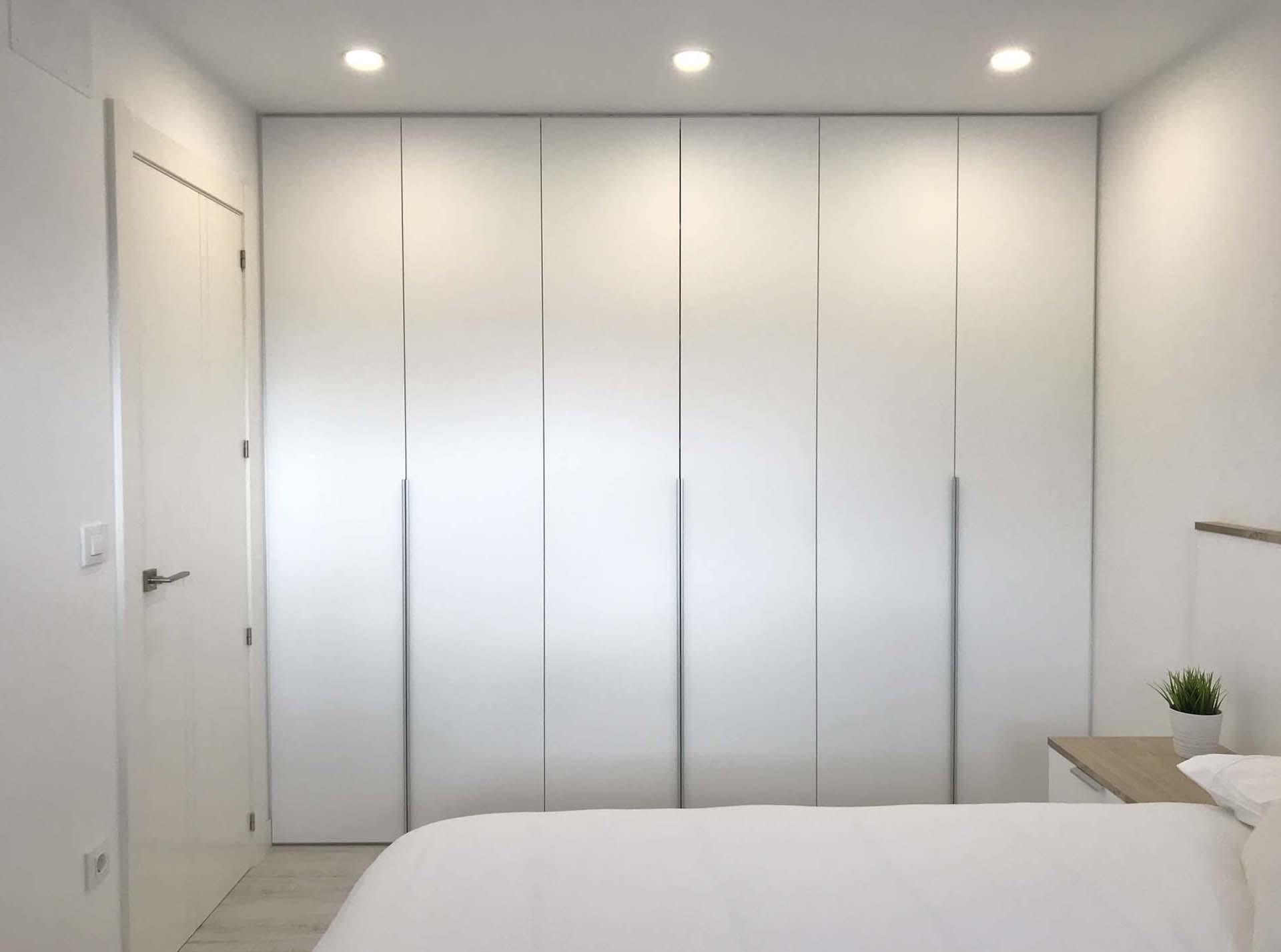 armario empotrado moderno blanco