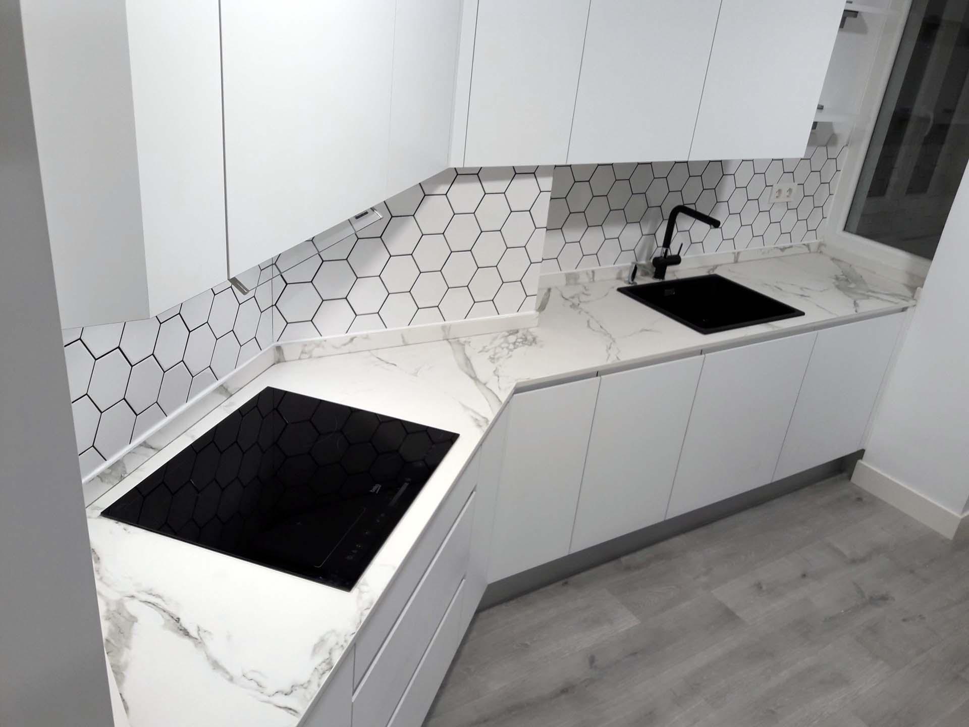 cocina blanca arnit estratificado