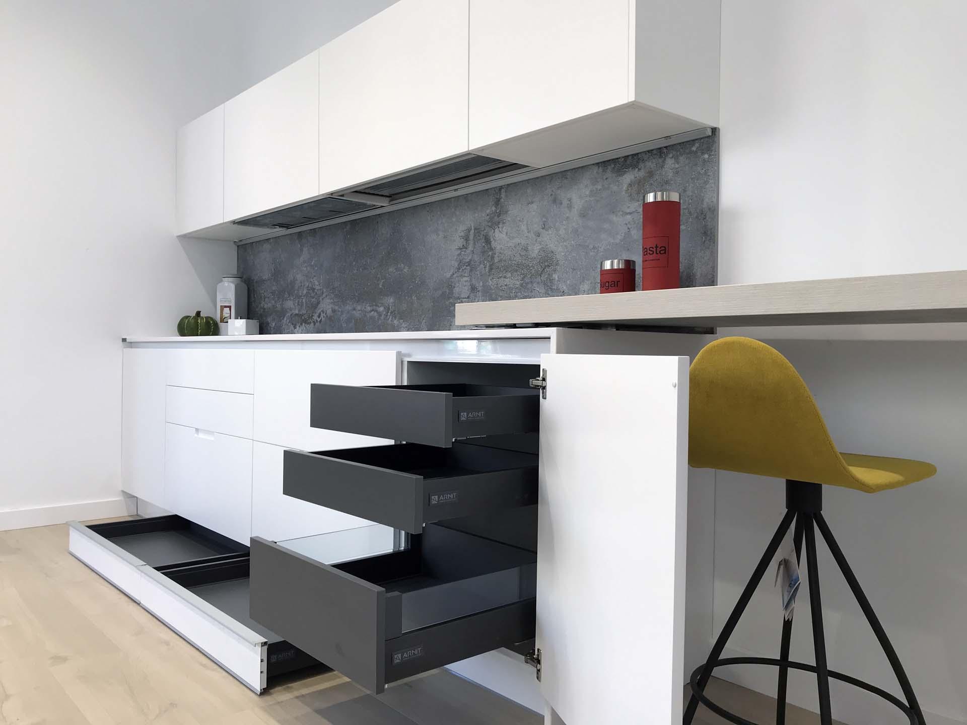 cocina blanca cajones antracita