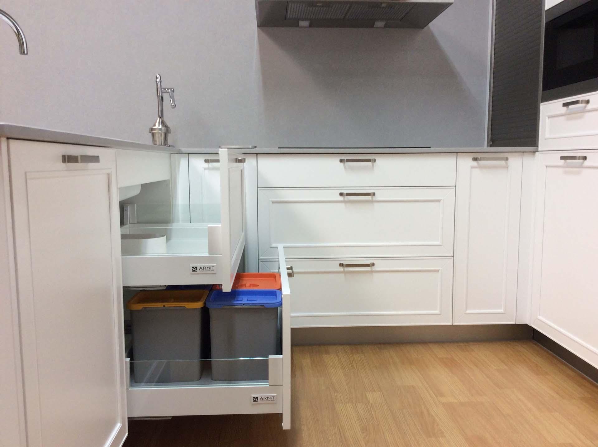 cocina cubos manuales bajo fregadero