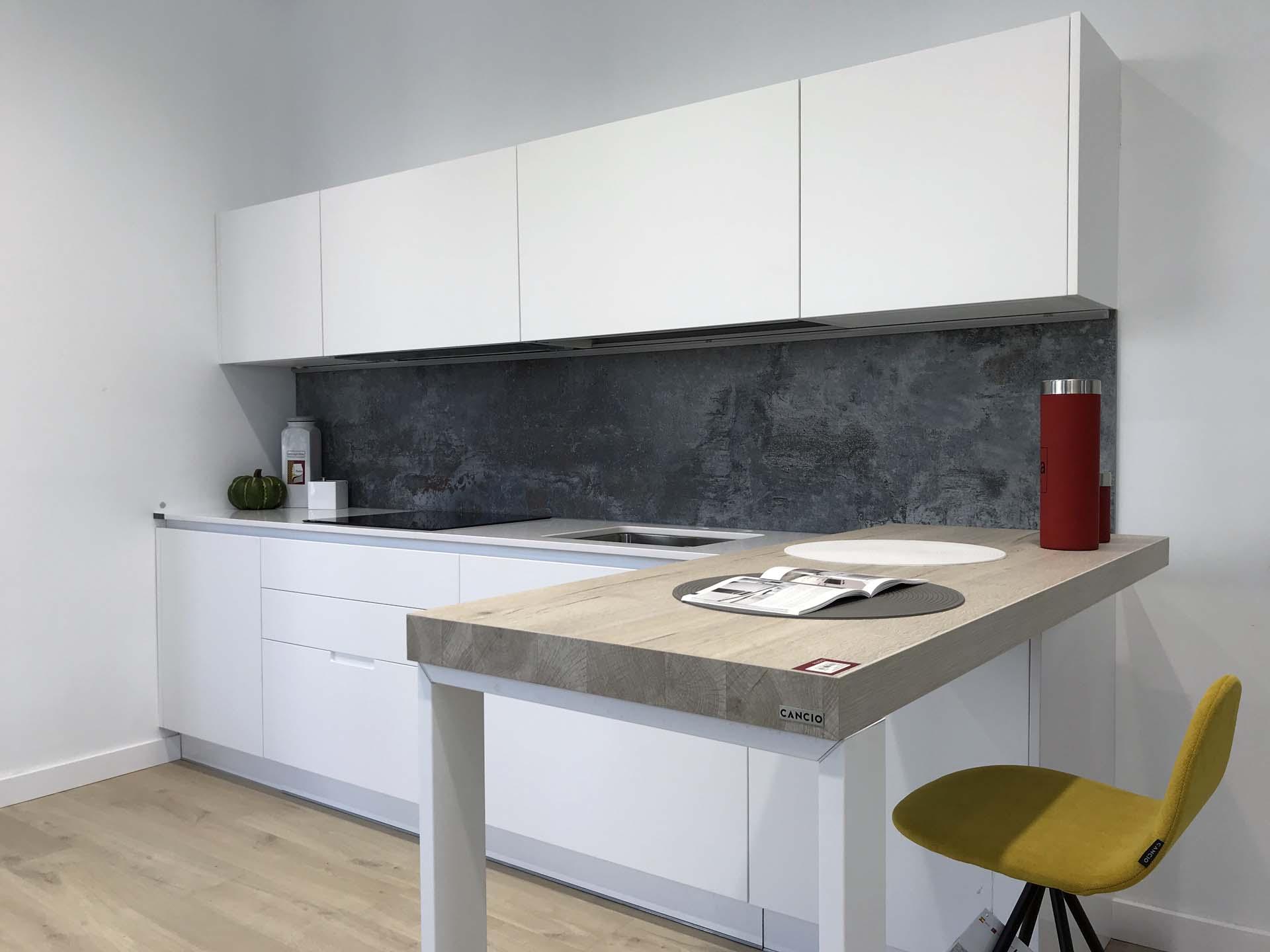 Cocina minimalista lacada blanca mate con tirador cairo for Proyectos de cocina easy