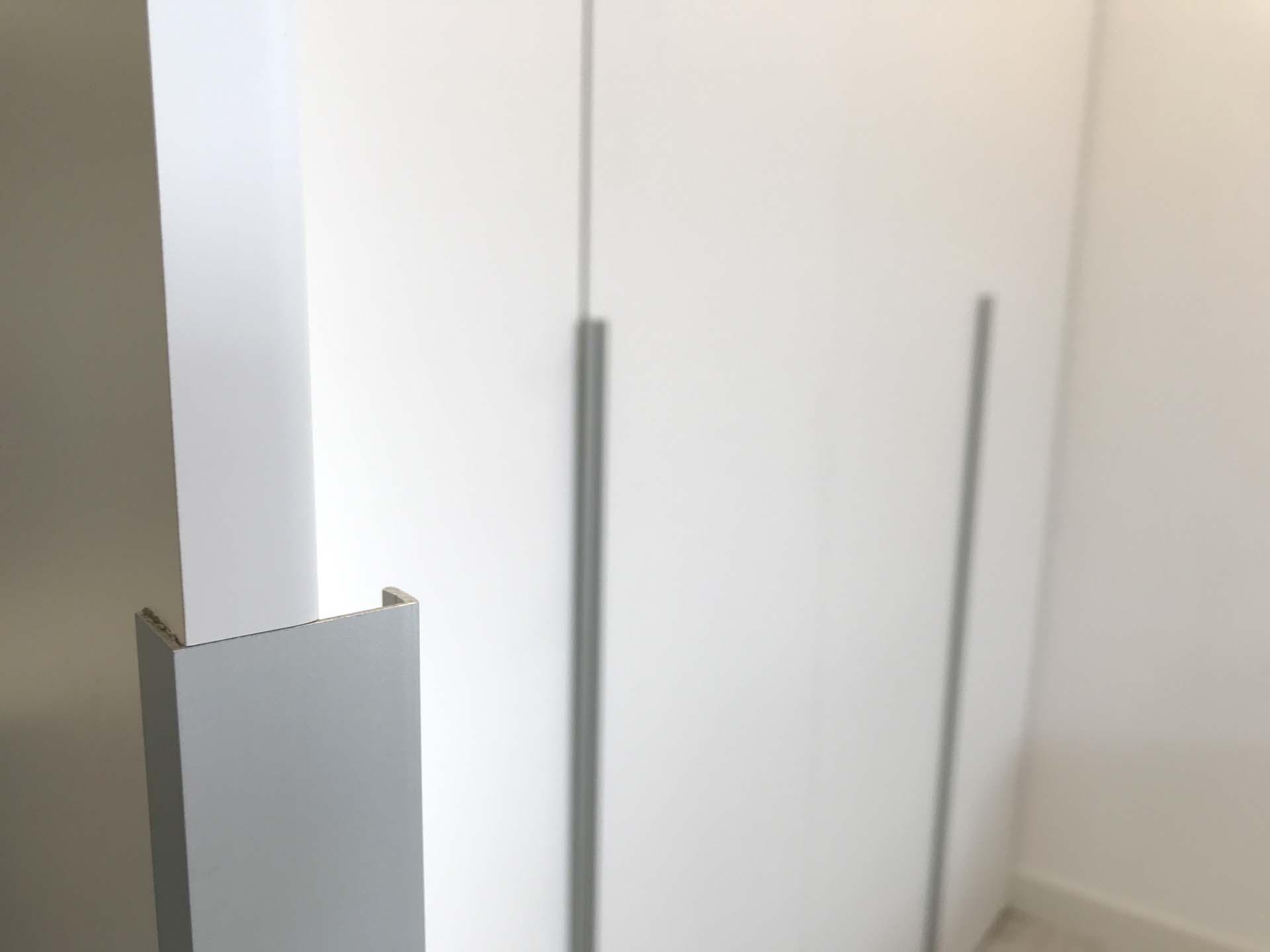 detalle tirador embutido armario