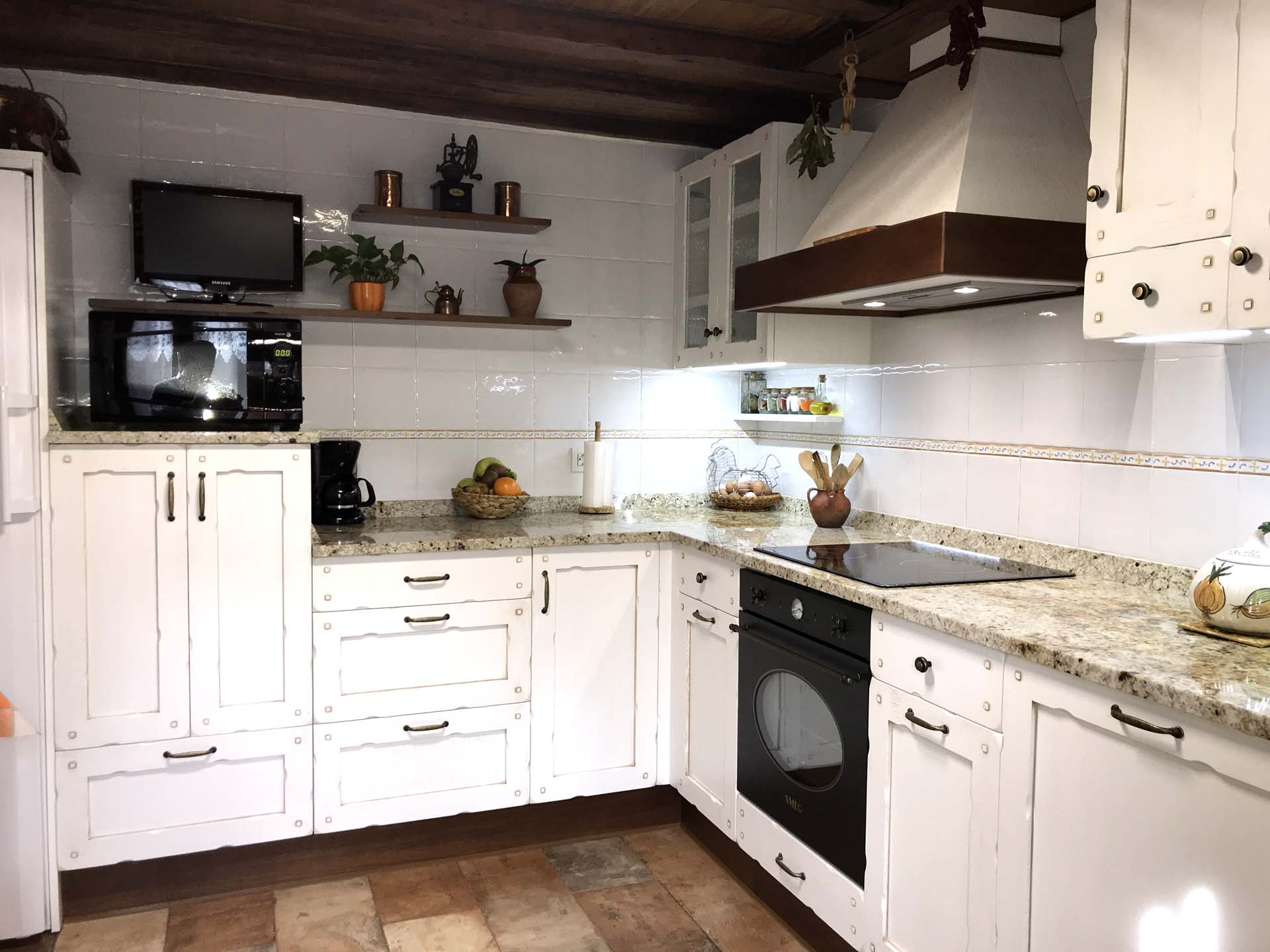 Cocina en madera de roble modelo castilla arnit for Modelos de cocinas de madera